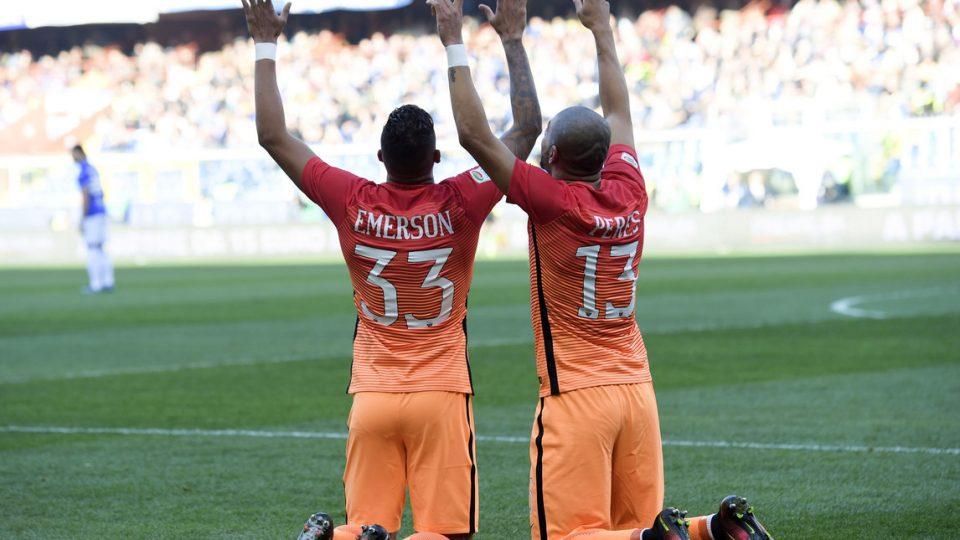 Emerson Palmieri e Bruno Peres festeggiano lo 0-1