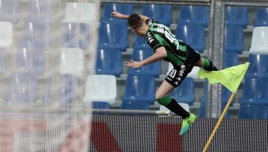 Ragusa celebra il gol con questo colpo da karate sulla bandierina