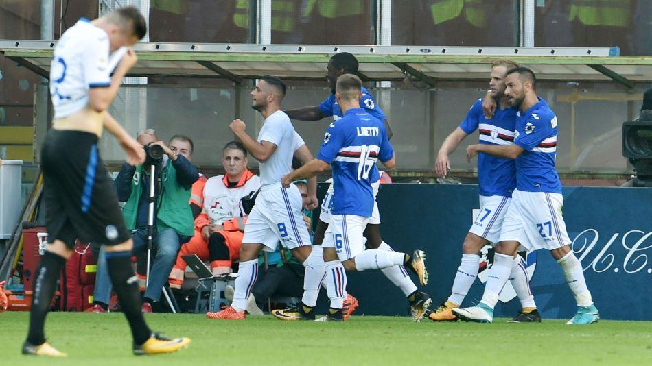 Caprari esulta dopo il suo gol, togliendosi la maglietta