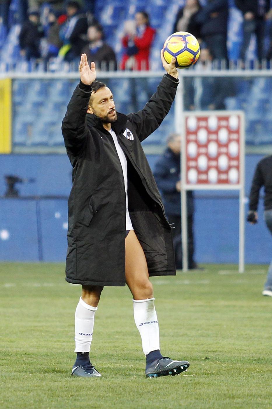 Quagliarella col pallone in mano: con i tre gol segnati se lo porta a casa