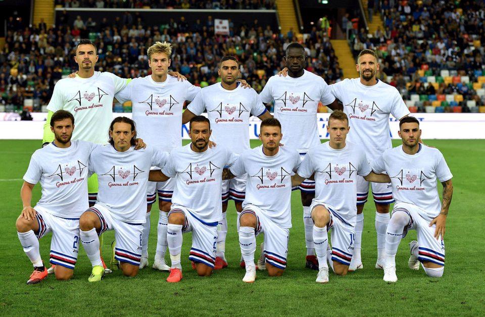 La Samp posa con la maglia per Genova