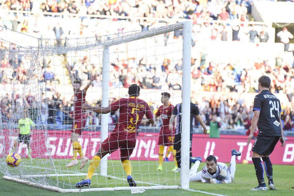 La palla è in rete: 1-0 Roma