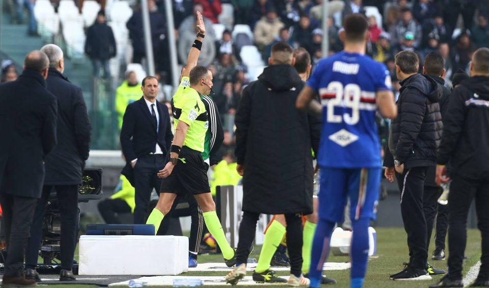 L'arbitro Valeri annulla tutto per fuorigioco, dopo aver rivisto l'azione al Var