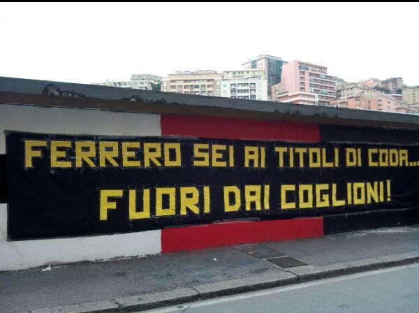 Fuori dallo stadio sono comparse scritte di contestazione per il presidente Ferrero