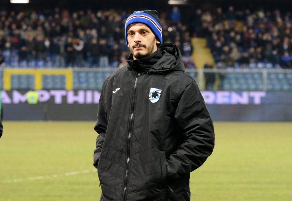 Il nuovo acquisto della Samp Gabbiadini guarda il match da bordo campo