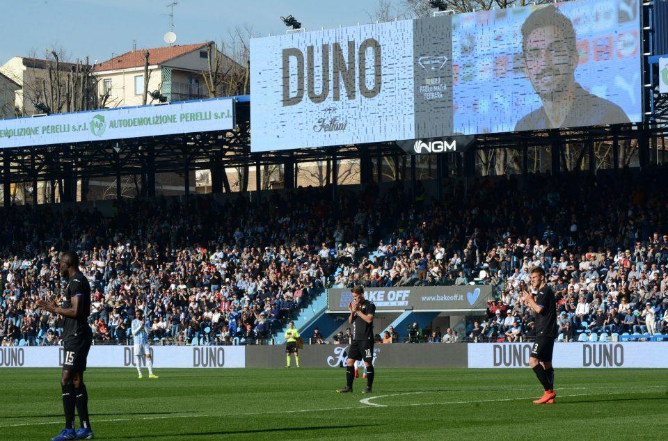 Al 13', il gioco si è fermato per un minuto per ricordare Davide Astori, ad un anno dalla sua scomparsa