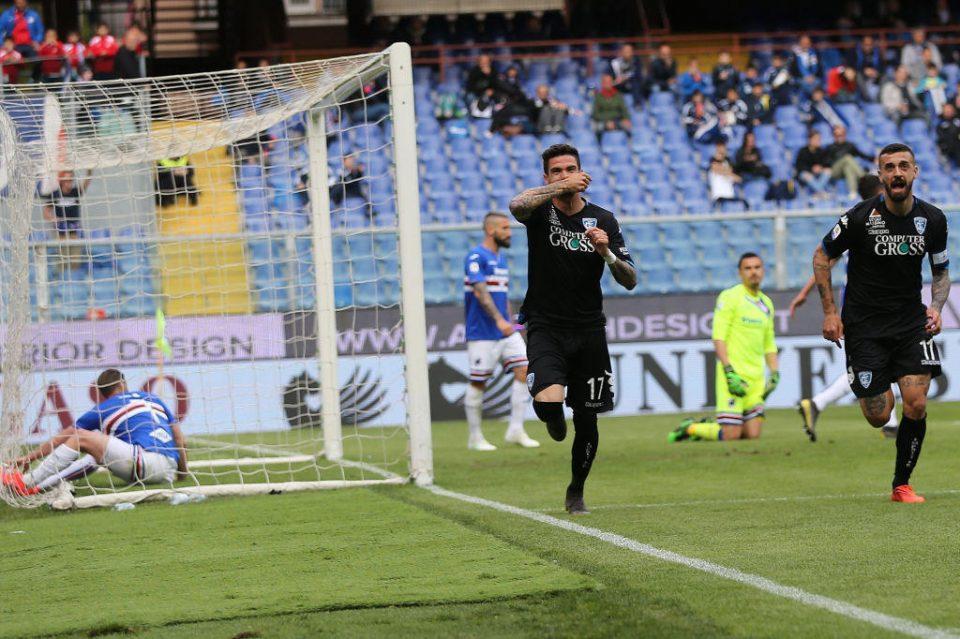 Farias esulta dopo il suo gol