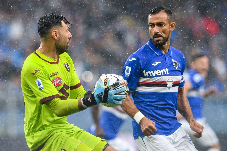 Sirigu blocca il pallone e respinge l'attacco di Quagliarella