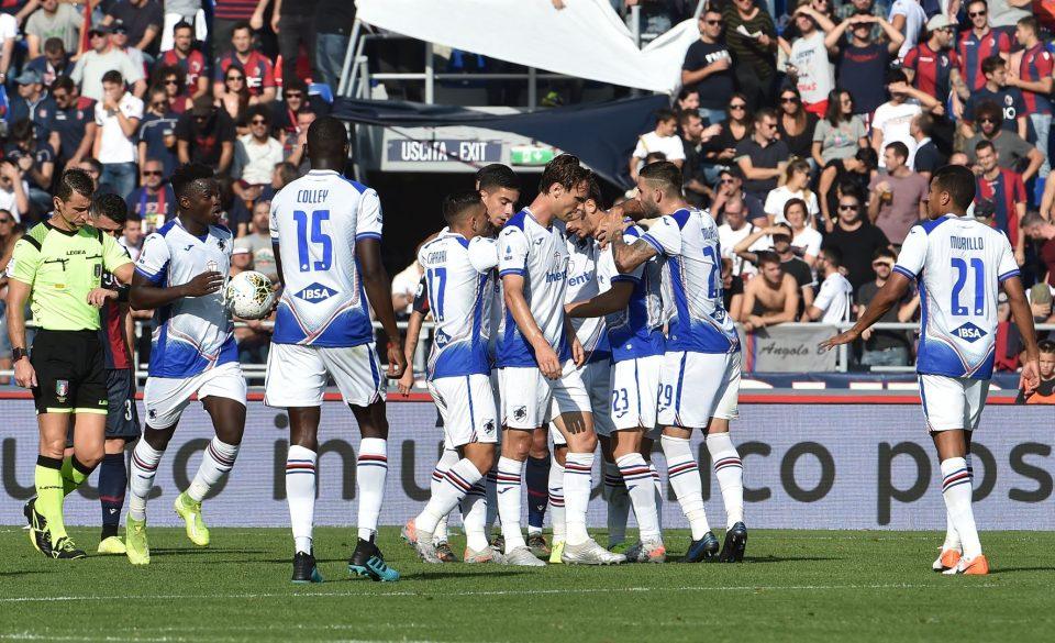 Gabbiadini festeggiato dai compagni dopo il momentaneo 1-1