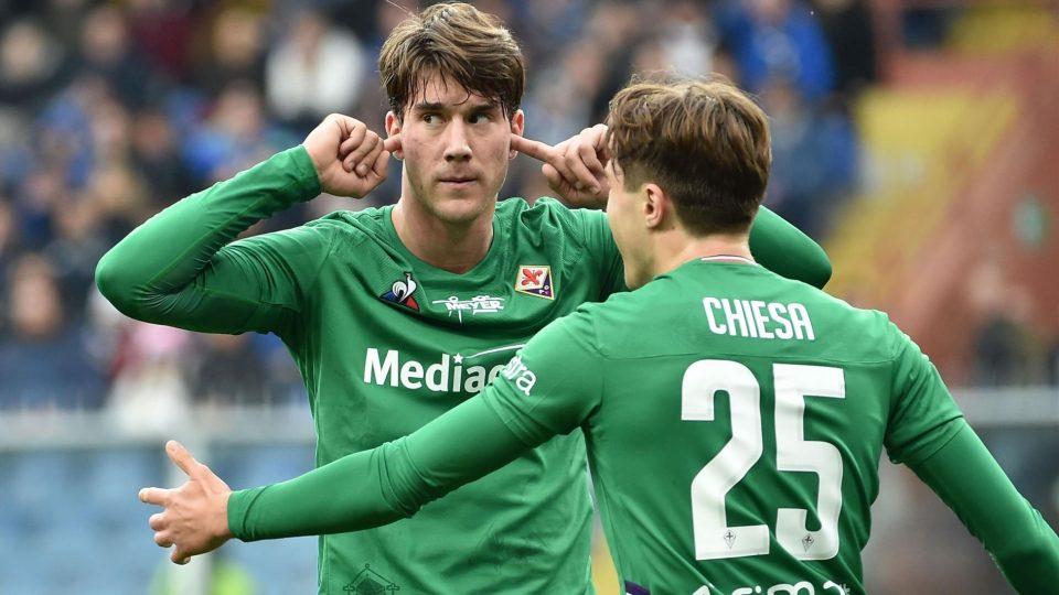 Vlahović porta le dita alle orecchie dopo il gol: gesto non gradito dalla Sud