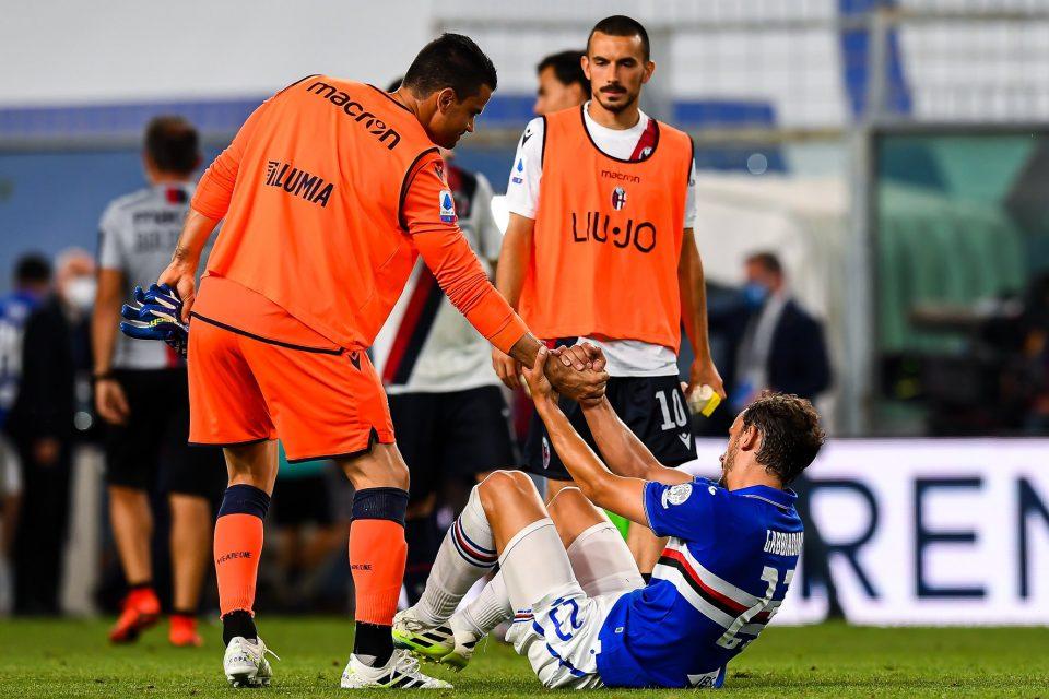 L'ex Da Costa, oggi portiere di riserva dei rossoblù, consola Gabbiadini dopo il fischio finale