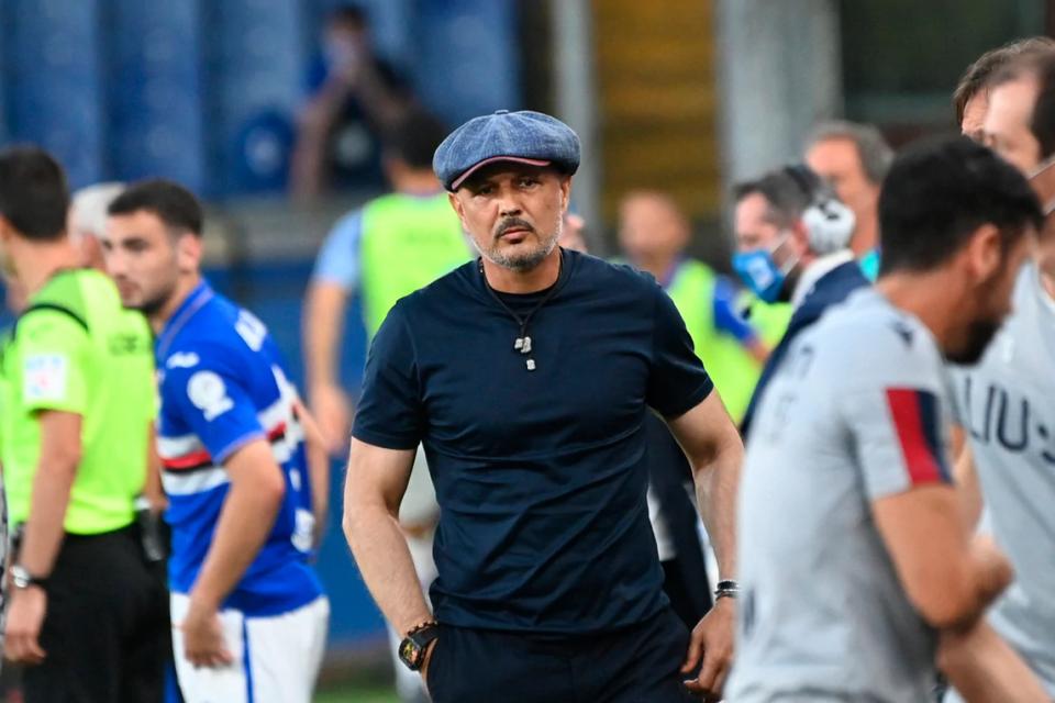 Il tecnico del Bologna Siniša Mihajlović, uno dei tanti ex della gara