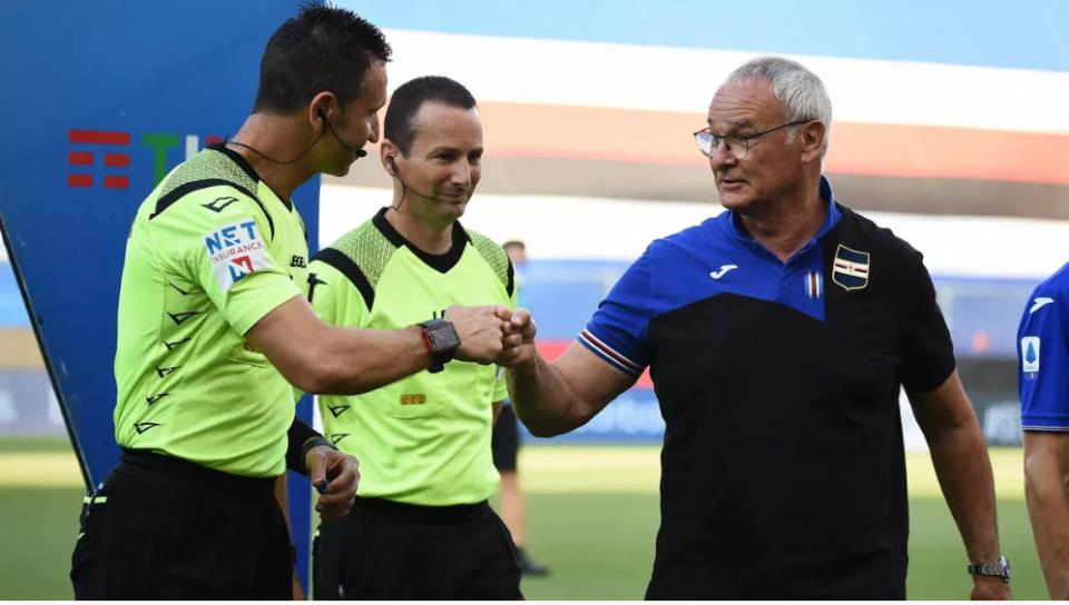 Ranieri saluta gli arbitri: a fine gara contesterà l'operato di Doveri