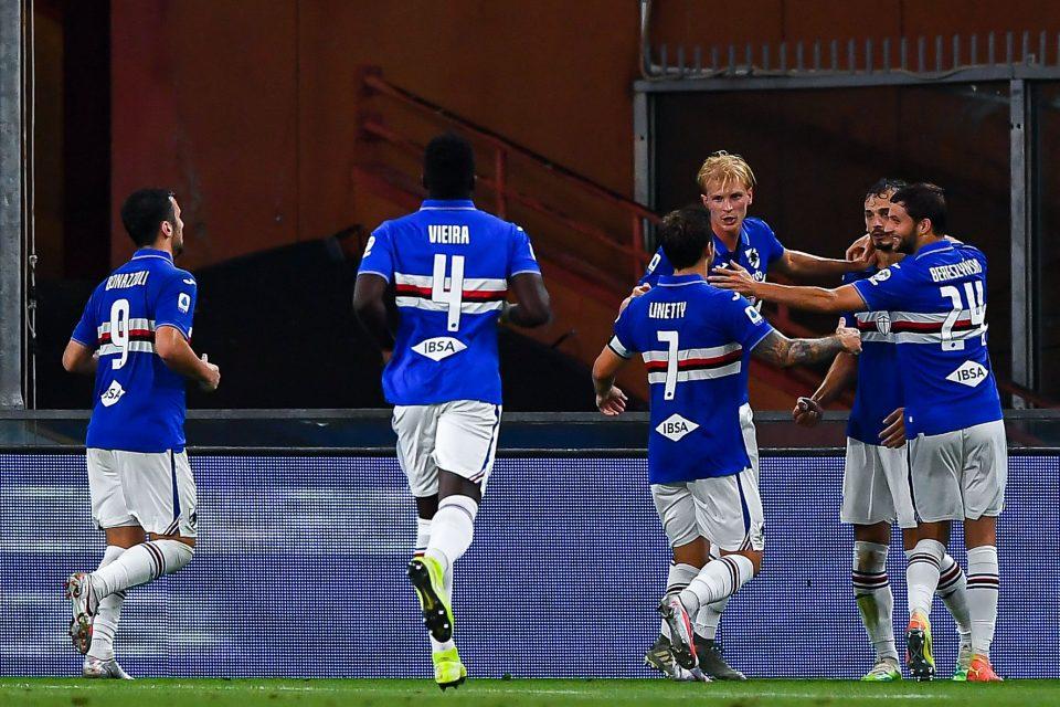 Gabbiadini festeggiato dai compagni dopo l'1-1