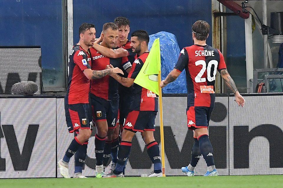 I genoani esultano dopo il gol dello 0-1