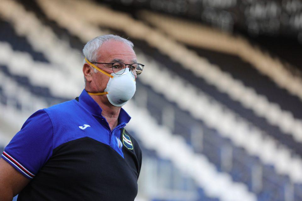Ranieri osserva i suoi durante il riscaldamento prepartita