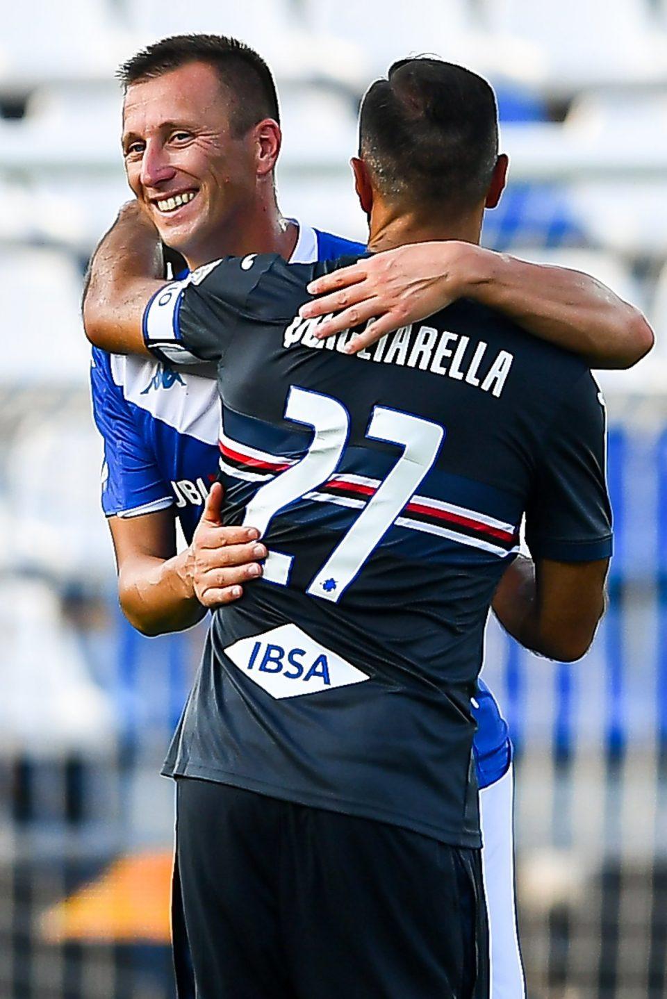 Abbraccio tra Quagliarella e Gastaldello: per il difensore si tratta dell'addio al calcio