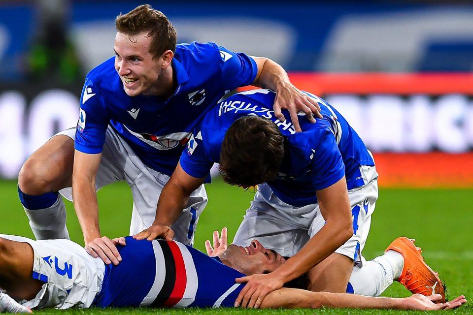 Augello festeggiato dai cmompagni dopo la rete del 2-0, la sua prima in A