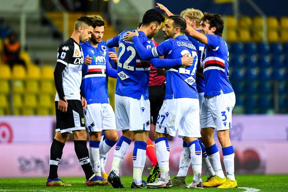Tutti ad abbracciare il nipponico, al primo gol in Serie A
