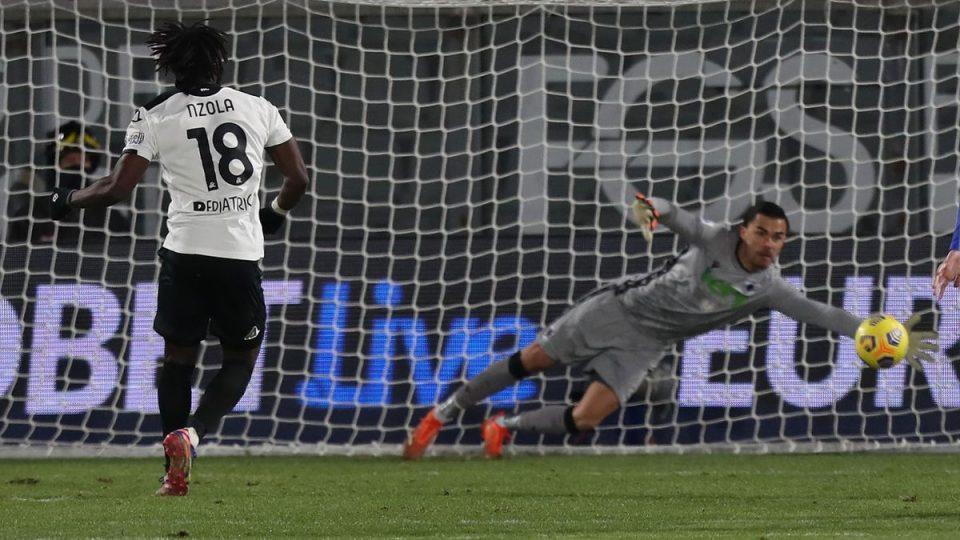 Il rigore di Nzola, Audero intuisce l'angolo ma non arriva sul pallone