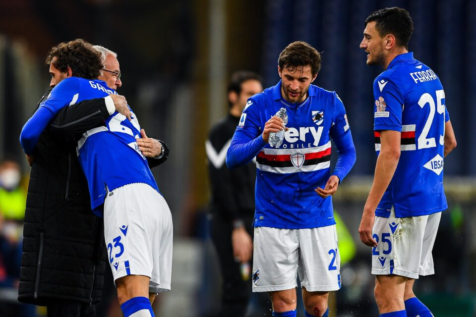 Gabbiadini abbraccia Ranieri dopo la rete del 2-1 doriano