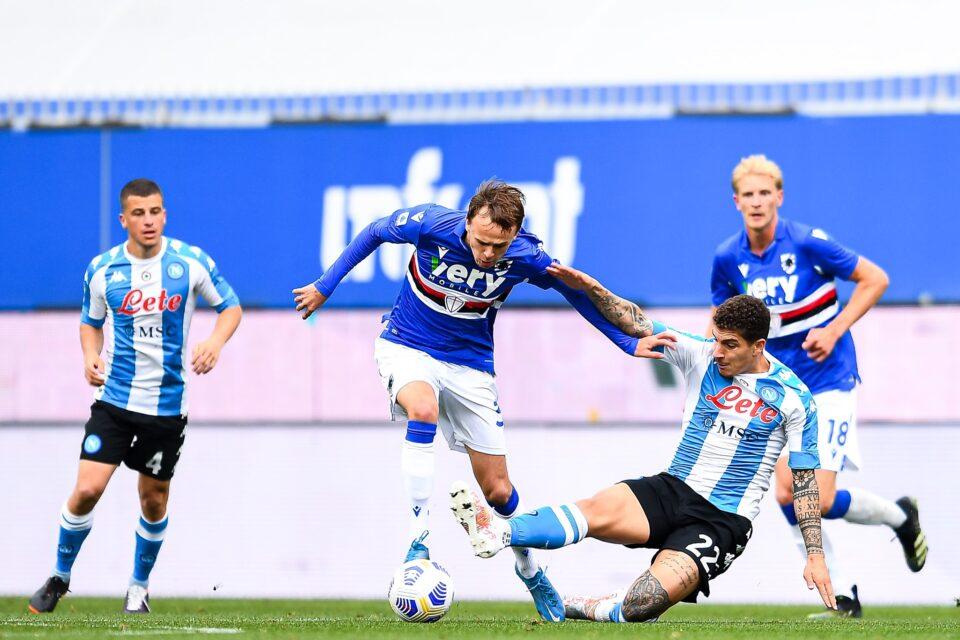 Damsgaard prova ad evitare il tackle di Di Lorenzo