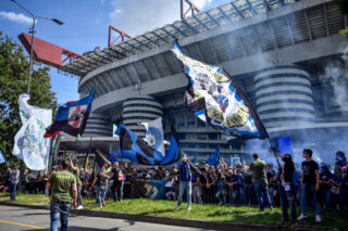 Tremila tifosi nerazzurri fuori dallo stadio per salutare i Campioni d'Italia