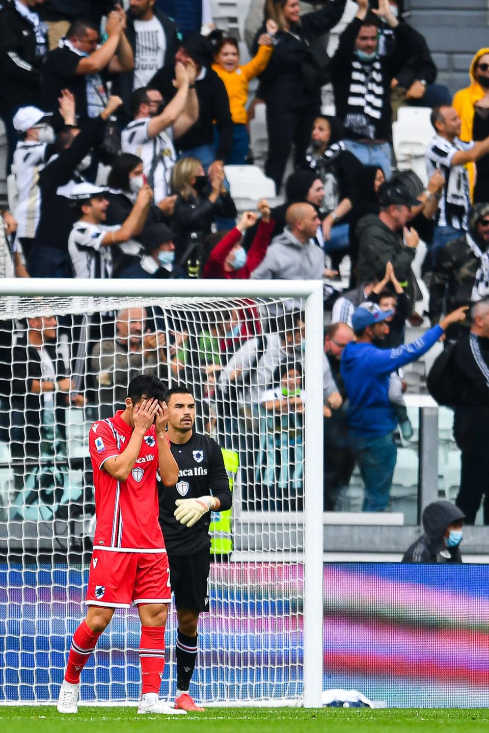 La delusione di Audero e Yoshida dopo il gol di Dybala
